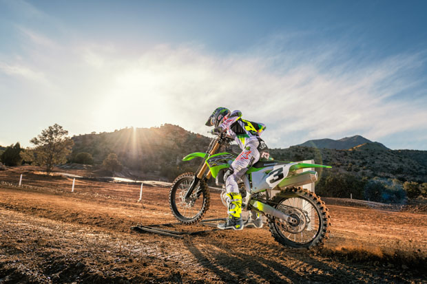 19 kx450 grn action 01 6